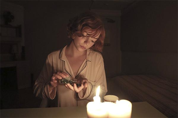 """¿Qué son las pastillas verdes que hacen alucinar a Beth en """"Gambito de dama""""?"""