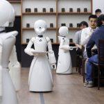 Abren en China restaurantes con robots camareros